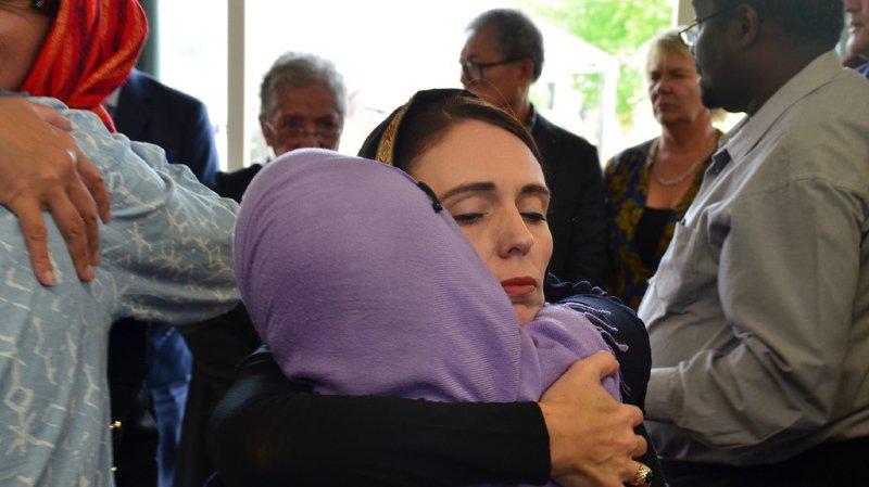 Tuerie en Nouvelle-Zélande: en attendant les sépultures, la première ministre veut durcir la loi sur les armes