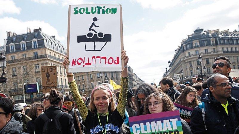 Des jeunes activistes lors de la Marche du Siècle à Paris.