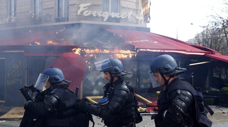 Gilets jaunes: 80 enseignes saccagées sur les Champs-Elysées
