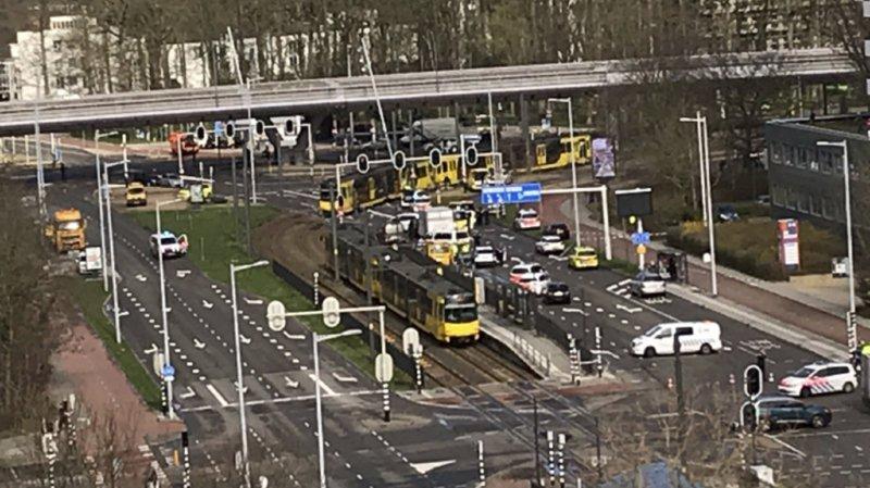 Pays-Bas: trois morts et cinq blessés après une fusillade dans le tramway d'Utrecht, le tireur toujours en fuite