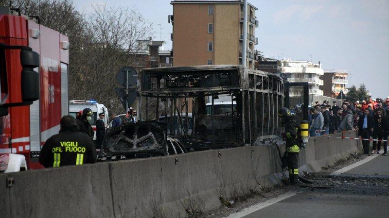 Bus scolaire incendié près de Milan: Salvini veut donner la nationalité italienne à tous les enfants étrangers pris en otage