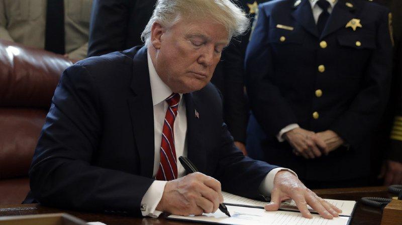 Etats-Unis: le Pentagone débloque 1 milliard de dollars pour le mur de Trump