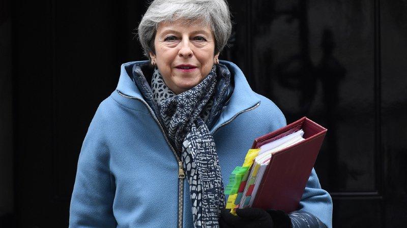 La Première ministre britannique a annoncé mercredi aux députés de son Parti qu'elle démissionnerait avant la prochaine étape de négociation sur le Brexit.