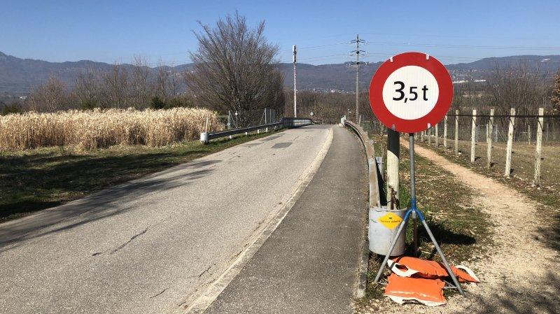 Un des ponts sur l'A1 de Duillier interdit aux plus de 3,5 tonnes
