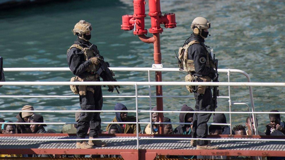 Cinq migrants accusés d'avoir détourné un pétrolier