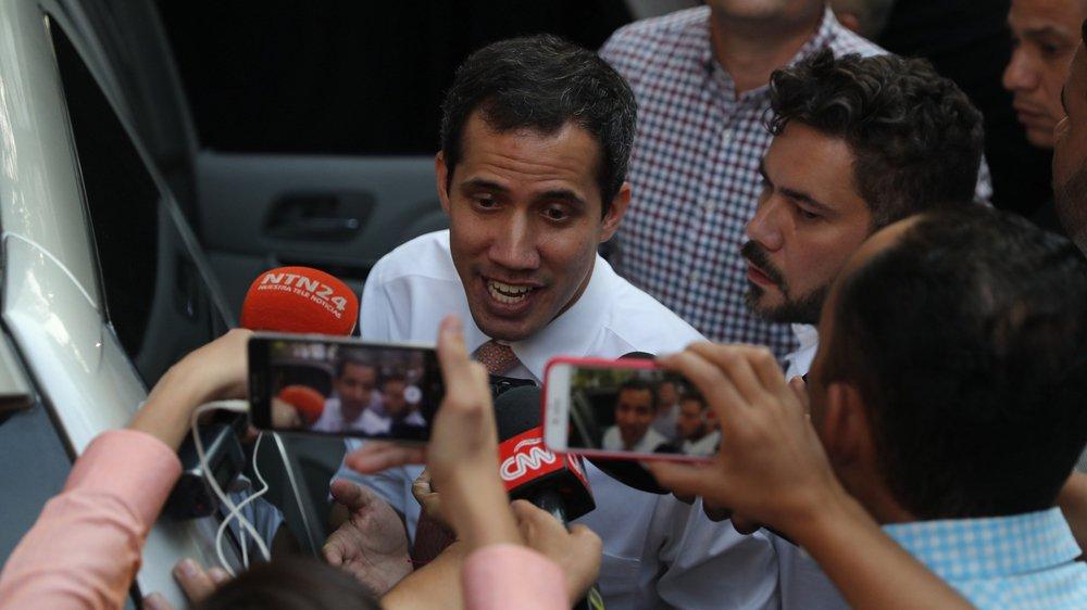 Il est reproché à Guaido de ne pas avoir respecté une interdiction de sortie du pays.