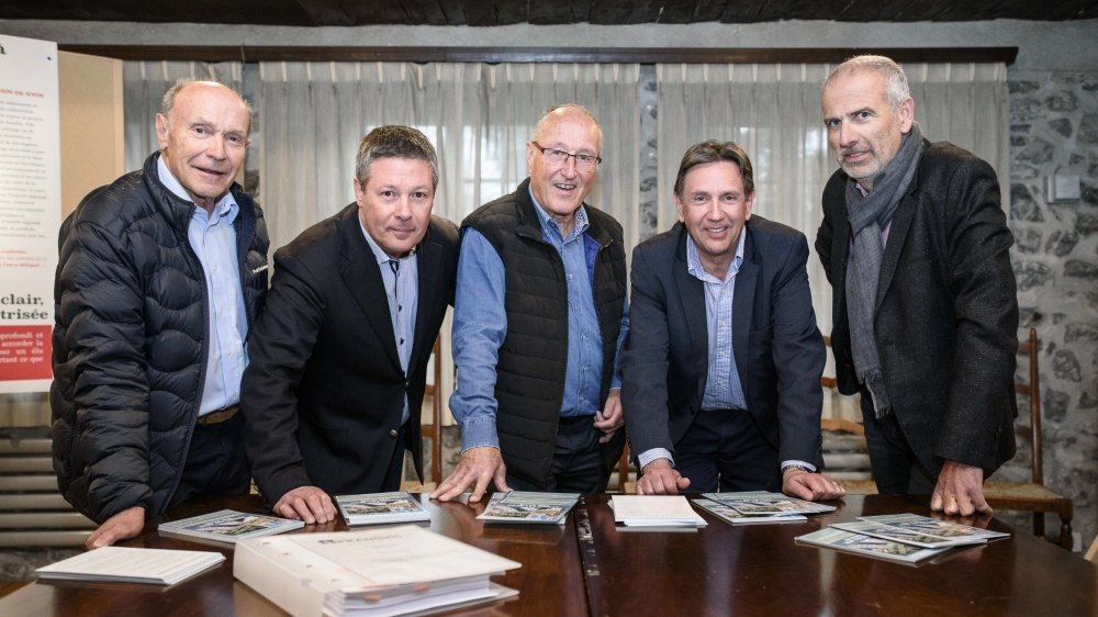 Une partie du Comité 62, qui milite pour la sortie de Prangins de Région de Nyon. De gauche à droite : André Fischer, Yvan Bucciol, Walther Hediger, Claude Perret et Jacques Auberson.