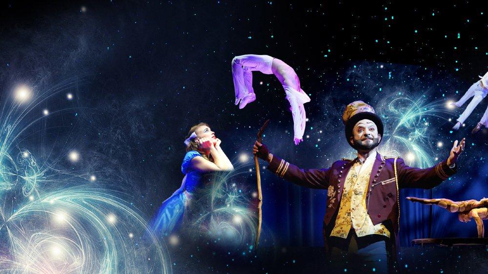 """Alis Gran Gala transporte le public dans un voyage imaginaire à la découverte des qualités humaines, dans une atmosphère inspirée par """"Alice au Pays des Merveilles""""."""