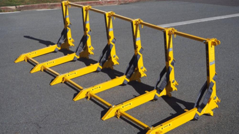 Les barrières pourront être utilisées en cas de nécessité. Elles peuvent arrêter des voitures lancées à grande vitesse.