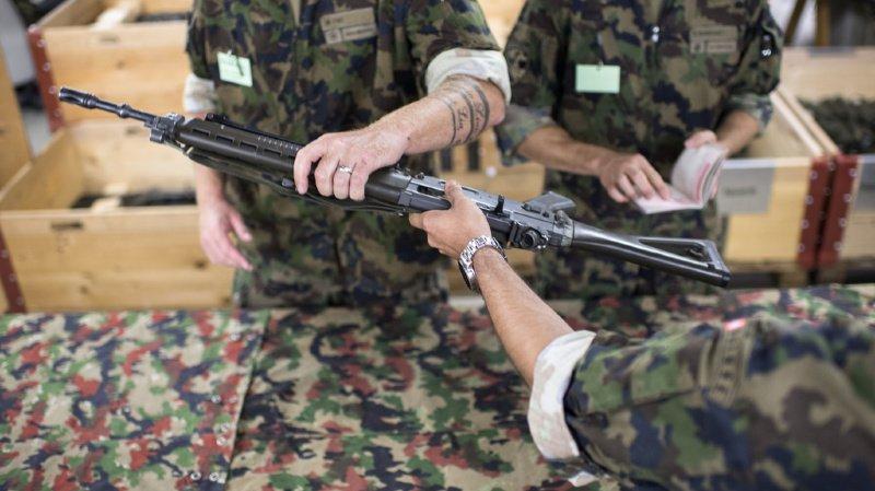 Armée: de moins en moins de soldats gardent leur arme après la fin du service militaire