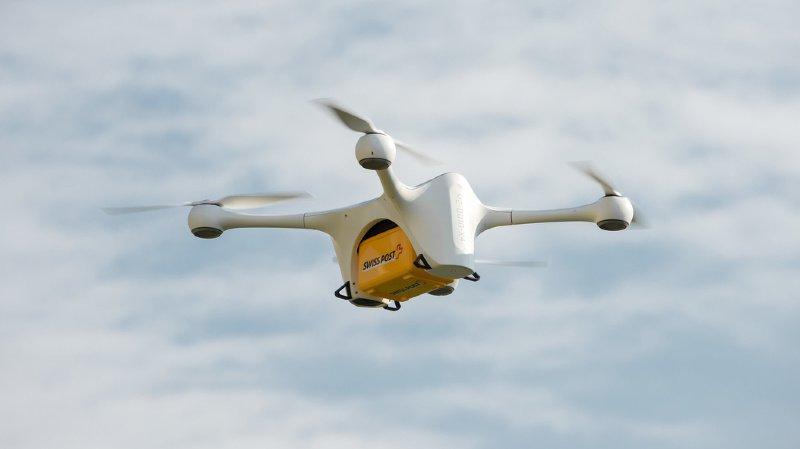 Par rapport aux coursiers classiques, les drones permettent de gagner un temps précieux pour les médecins, les patients et le personnel soignant.