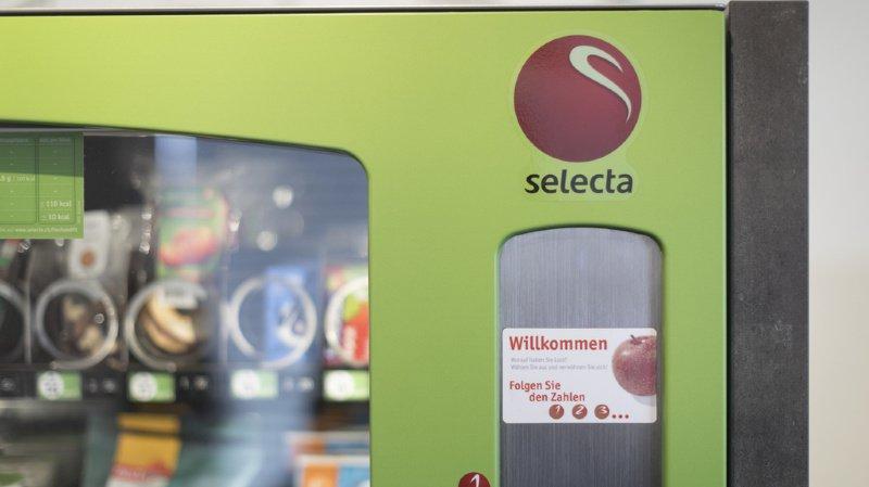 Certains distributeurs proposent des fruits dans leur assortiment.