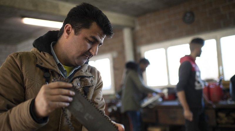 Asile: la Confédération et les cantons veulent mieux intégrer les réfugiés au monde du travail