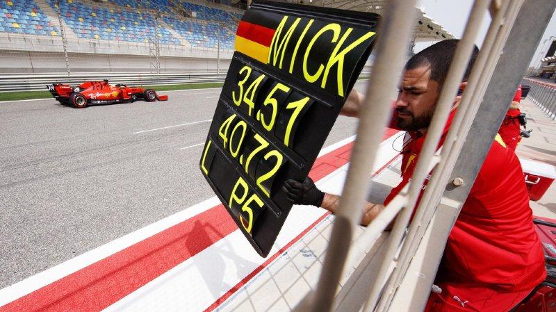 Un peu moins de 13 ans après les derniers tours de roue de son père Michael Schumacher au volant d'une Ferrari, Mick s'est assis pour la première fois dans le mythique bolide rouge.