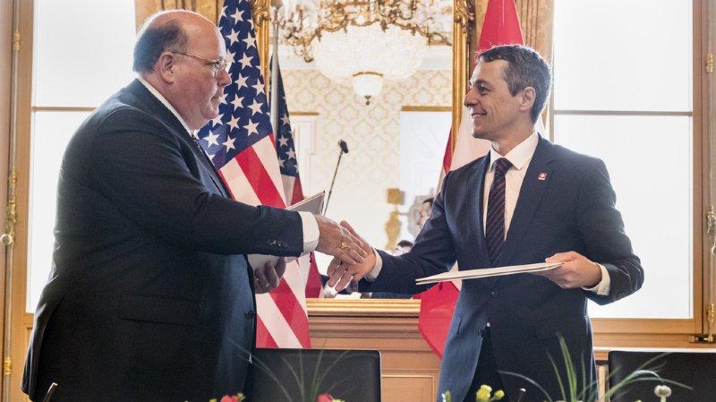 Ignazio Cassis signe un accord pour que la Suisse représente les Etats-Unis au Venezuela