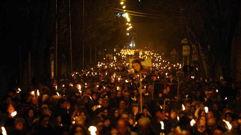 Une cérémonie a rendu hommage aux victimes du violent séisme qui a ébranlé la capitale des Abruzzes le 6 avril 2009.