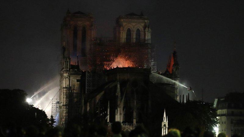 """France: la structure de Notre-Dame de Paris """"est sauvée et préservée"""""""