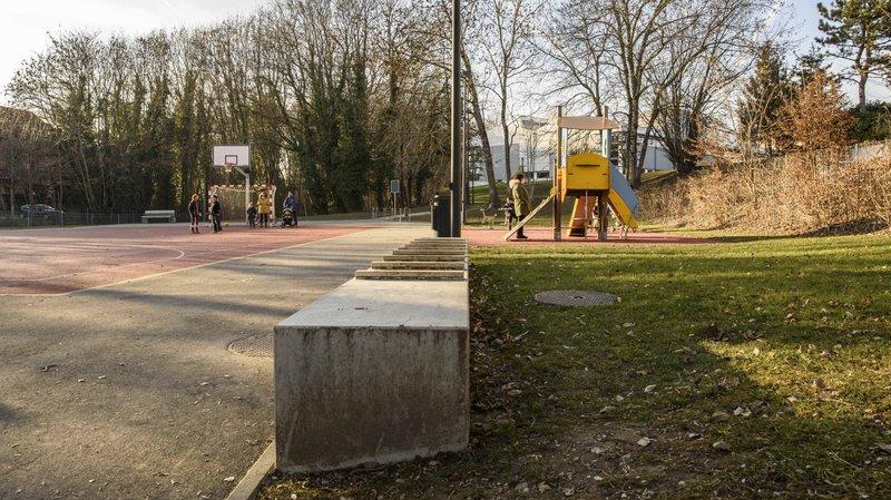 La Municipalité de Prangins a procédé à la mise au ban de la place de jeux, ce qui n'est pas du goût de tout le monde.