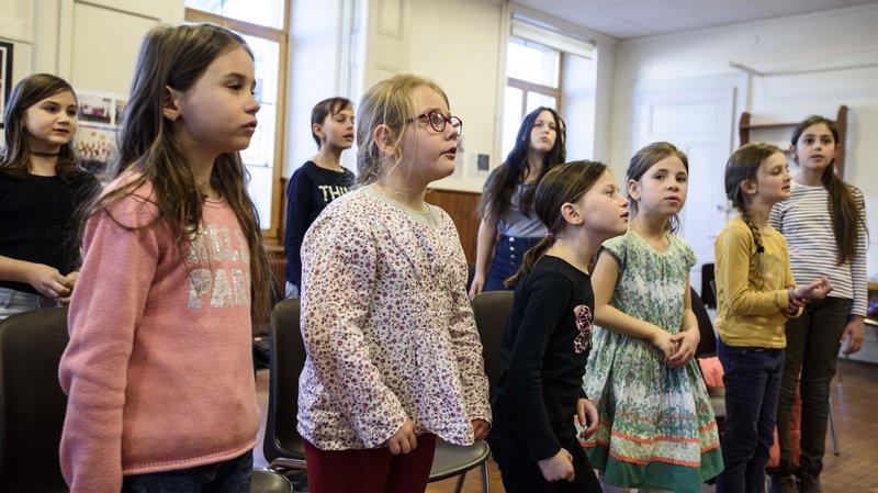 Les enfants-chanteurs sont-ils plus heureux?