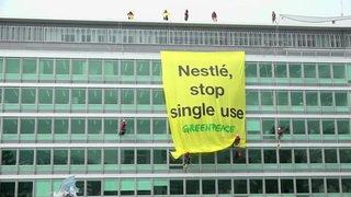 Greenpeace rend ses plastiques à Nestlé