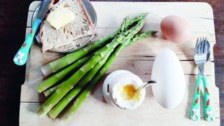 Asperges à la Fontenelle, à l'œuf d'oie