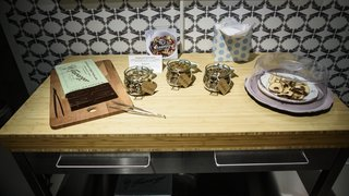Au château de Prangins, une expo entre chocolat et grillons