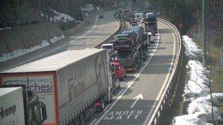 Trafic pascal: 14 km de bouchons au tunnel du Gothard
