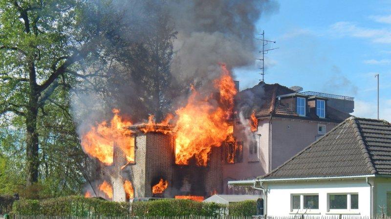 Thurgovie: un incendie détruit un immeuble à Salmsach, un homme porté disparu
