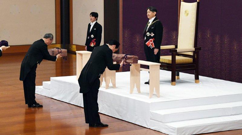 Japon: le nouvel empereur Naruhito accède officiellement au trône