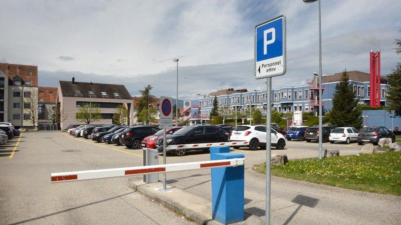 L'agression s'est déroulée sur le parking du personnel de l'hôpital.