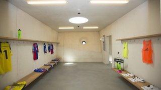 Lucerne: des dizaines d'enfants filmés nus dans des vestiaires par un entraîneur de football