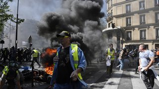 """France: échauffourées à Paris dans la 23e manifestation des """"gilets jaunes"""""""