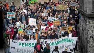Intéresser les jeunes  à la politique, défi collectif