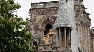 Vite, des bâches sur Notre-Dame avant la pluie!