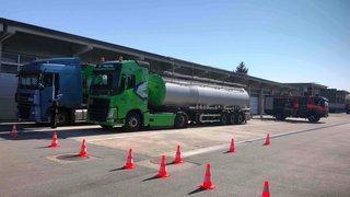 Un camion transportant de l'acide acétique interdit d'entrer en Suisse
