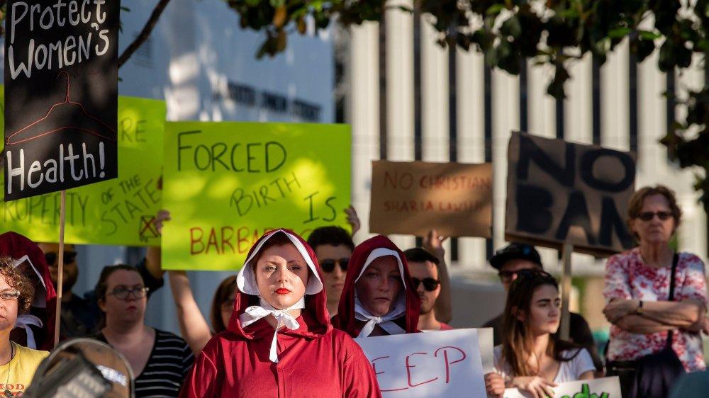 La décision du Sénat de l'Alabama a provoqué des réactions de colère parmi certaines femmes.