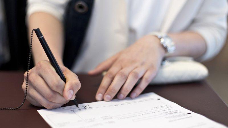 Toute personne qui renvoie le formulaire signé conclut un contrat à titre onéreux pour une période d'au moins deux ans. (illustration)