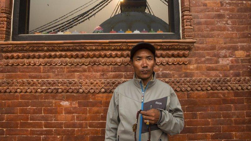 Guide professionnel depuis plus de deux décennies, Kami Rita s'est hissé en 1994 pour la première fois au sommet de la montagne.
