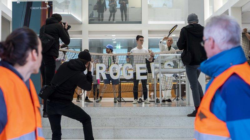 Les activistes avaient voulu alerter Roger Federer sur les investissements de la banque dont il est l'ambassadeur.