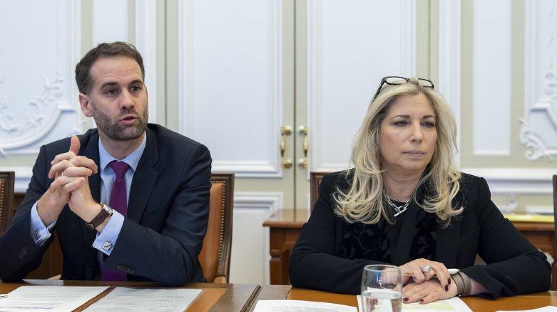 Antonio Hodgers, à gauche, Président du Conseil d'Etat et conseiller d'Etat en charge du département du territoire (DT) et Nathalie Fontanet, Conseillère d'Etat chargée du département des finances et des ressources humaines.