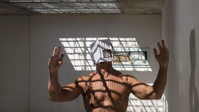 Le photographe s'est immergé pendant deux ans dans le milieu carcéral de la ville d'Arles.