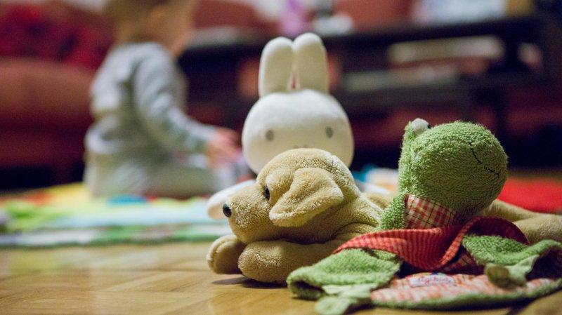 Le Conseil fédéral refuse un congé paternité de deux semaines