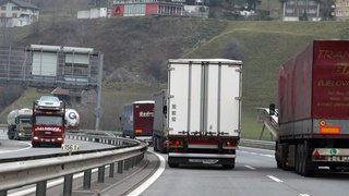 Trafic transalpin: les camions à essence vont-ils disparaître d'ici 2035?
