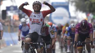 Cyclisme - Tour d'Italie: l'Australien Caleb Ewan remporte la 8e étape au sprint