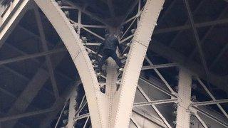 L'homme qui a escaladé la Tour Eiffel à l'infirmerie psychiatrique
