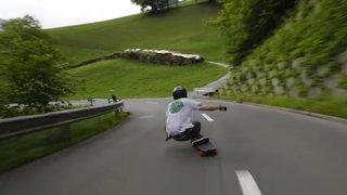 A 112 km/h sur son skate, dans une vallée de Nidwald: un Américain agace la police