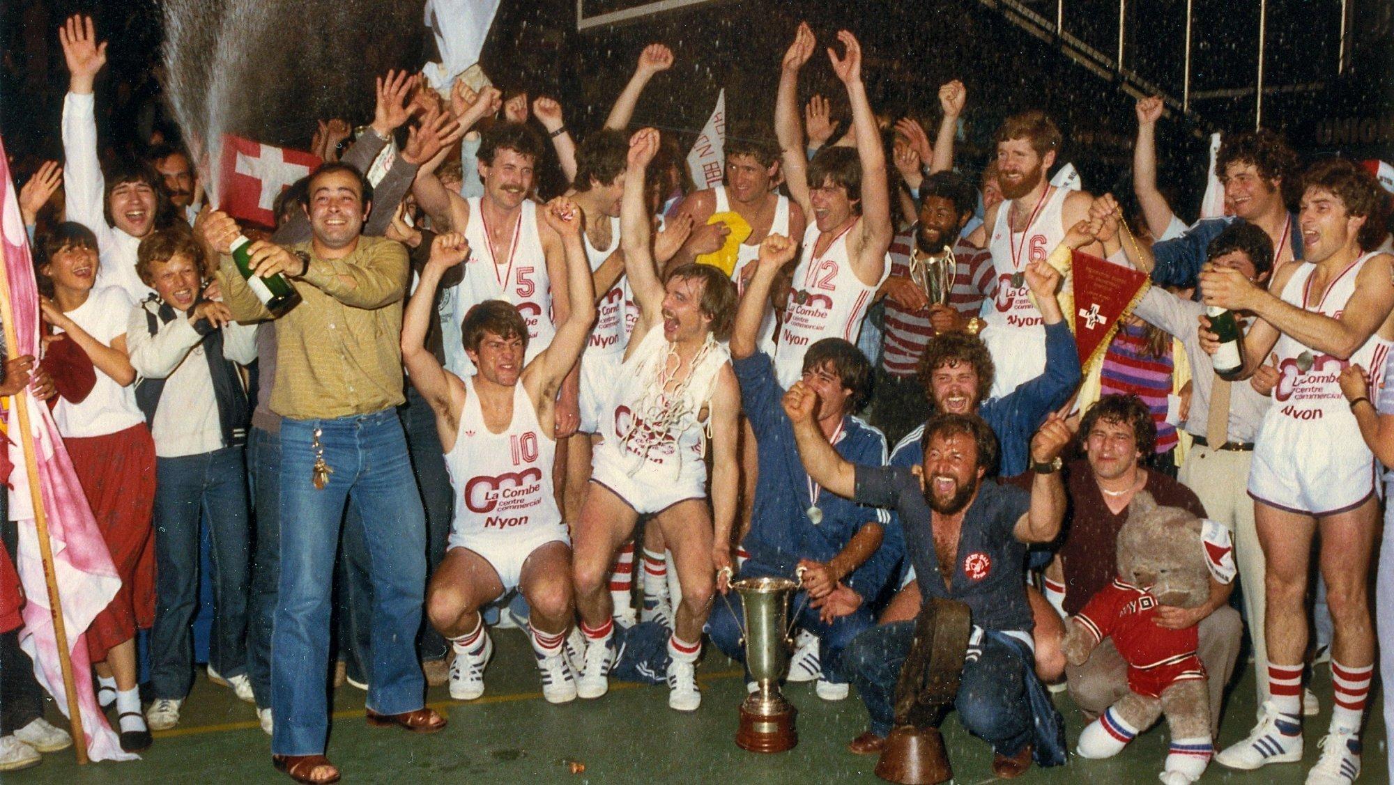En 1981, le Nyon Basket gagnait la Coupe suisse aux Vernets. Deux ans plus tard, ils furent sacré en championnat.