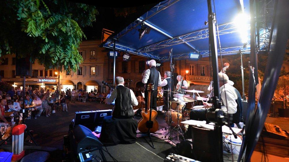 Le festival gratuit égaie les rues de Rive chaque été depuis 26 éditions.