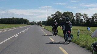 Rallye tranquille: ils font le tour du lac Léman en Solex