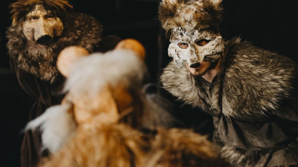 Récit initiatique, la Comédie de la Jungle revient sur l'histoire du jeune Mowgli, tiraillé entre ses frères de la jungle et le peuple des hommes. A découvrir ce week-end et jusqu'au 21 juillet au Théâtre de la Ruelle.